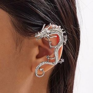 🐉 Single dragon pierce-less earcuff cost 🐉